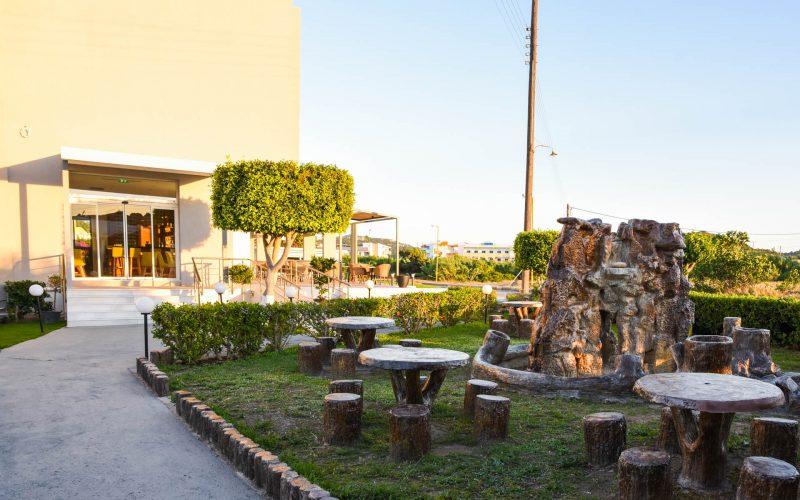 rhodes-faliraki-hotel-tsampika-rooms-studios-pool (38)